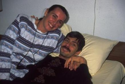Yılmaz Zafer; 1994 yılında bir kalp krizi geçirdi. Henüz 38 yaşındaydı. Hayata geri döndü. Ama geçirdiği kriz yüzünden beyni zarar görmüştü. Savaş büyük aşkını kurtarmak için çok çabaladı, çok mücadele verdi. Ama başaramadı.