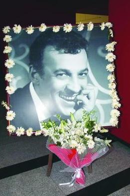 Sadri Alışık, 18 Mart 1995 yılında verdiği yaşam mücadelesini kaybederek hayata gözlerini yumdu.
