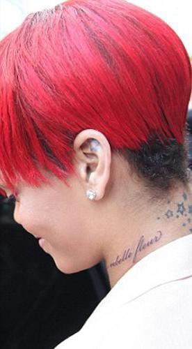 22 yaşındaki yıldız New York Manhattan'daki 'East Side Ink' adlı dövmeciye giderek yeni bir dövme yaptırdı.