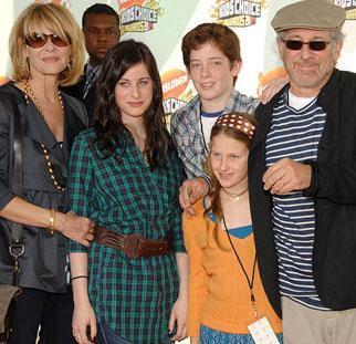 İkinci eşi Kate Capshaw'dan da 5 çocuk sahibi oldu ünlü yönetmen. Bunun yanısıra iki de evlatlık çocuğu var.