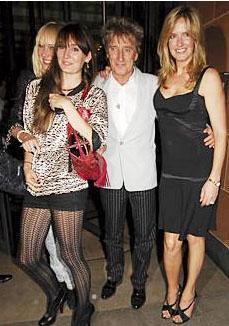ROD STEWART Gösteri dünyasının çok çocuklu ünlülerinden biri de müzisyen Rod Stewart.