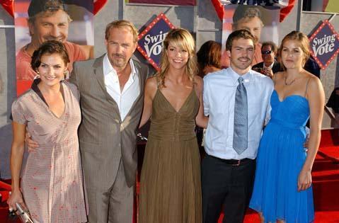 KEVIN COSTNER  Çok çocuklu ünlülerden biri de Kevin Costner.