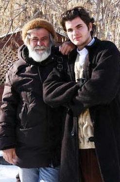 Barış, Deli Deli Olma adlı filmde babasının gençliğini canlandırmıştı.