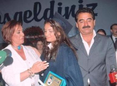 Çift ayrıldıktan yıllar sonra Melek Zübeyde'nin mezuniyet töreninde biraraya gelmişti.