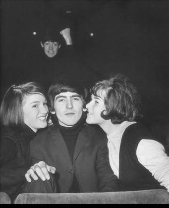 McCartney photobomb