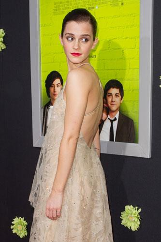 Harry Potter serisiyle çocukluktan yetişkinliğe geçişine tanık olduğumuz Emma Watson, The Perks Of Being A Wallflower adlı son filminin galasına katıldı.