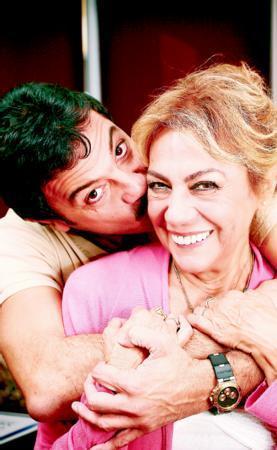 Oğlu için herşeyi göze alacağını söyleyen İlhan, oyuncu Kerem Alışık'ın en büyük destekçisi.