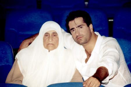 """Başarılı sanatçı, """"Annem"""" şarkısının klip çekimi için annesi Fahriye Bazencir ile kamera karşısına geçti."""