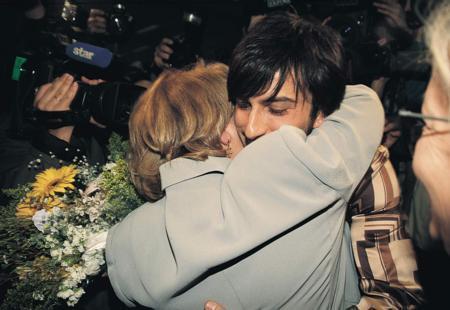 Megastar Tarkan'ın annesi olan Neşe Tevetoğlu, oğlunu hiç bir konserinde yalnız bırakmıyor.