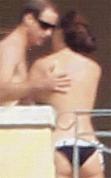 Cambridge Düşeşi Kate Middleton'ın Fransız Closer'dan sonra İtalyan Chi dergisinde özel sayı ile yayınlanması merakla beklenen çıplak fotoğrafları düş kırıklığı yarattı.