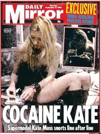 İngiliz Daily Mirror gazetesi, da, Moss'un kokain çektiği iddia edilen fotoğraflarını yayımlamıştı. Uyuşturucu kullanırken çekilen fotoğraflarının yayımlanmasının ardından işlerini kaybetmişti.