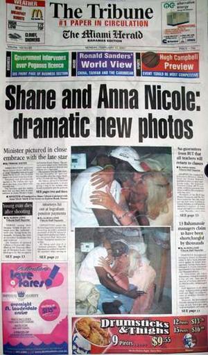 Bakanı istifa ettiren samimi poz   Bahama Göçmen Bakanı Shane Gibson, 8 Şubatta ölen Playboy güzeli Anna Nicole Smith ile samimi pozlarının bir gazetede yayımlanması ve Smith'e daimi oturma izni başvurusunda ayrıcalık gösterdiği iddiaları üzerine görevinden istifa etti.  Tribune Nassau gazetesi, Smith ve Gibson'un sarılmış halde çekilmiş iki fotoğrafını 12 Şubatta yayımlamıştı. Gazete, Smith'in yatak odasında çekilen bu fotoğrafları, adını açıklamadığı bir kaynaktan aldığını belirtmişti.