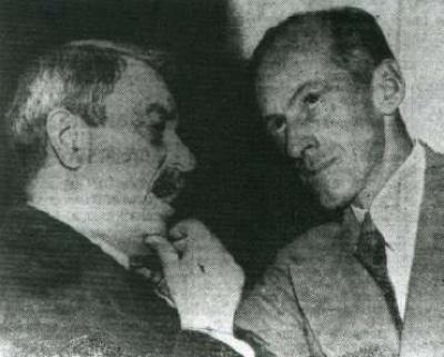 Amerika'da 1950 yılında Demokratlardan Millard Tydings koministlikle suçlanmış ve iddalar bu fotoğrafla ispatlanmaya çalışılmıştı.