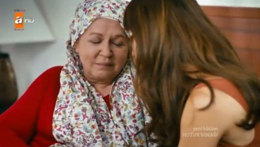 Yeşilçam'ın en güzel yüzlü kadın oyuncularından biri olan Karanfil şu sıralar Huzur Sokağı'nda rol alıyor.