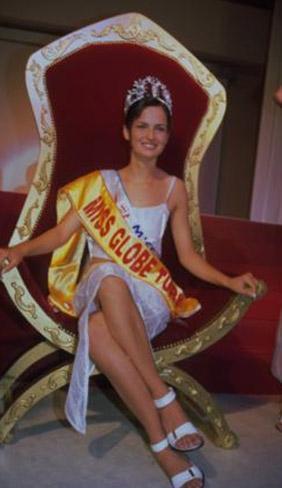 Peki bu taçlı güzeli tanıdınız mı. O da güzellik kraliçesi olarak başladığı kariyerini oyuncu olarak sürdürüyor.