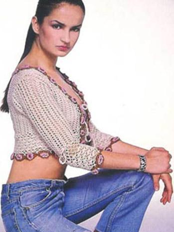 Selin Demiratar ilk ciddi oyunculuk deneyimini Acı Hayat ile yaptı.