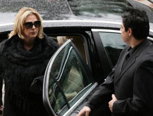 Bir dönem Ahmet Özhan ile yaptığı evlilikle de gündemdeydi.