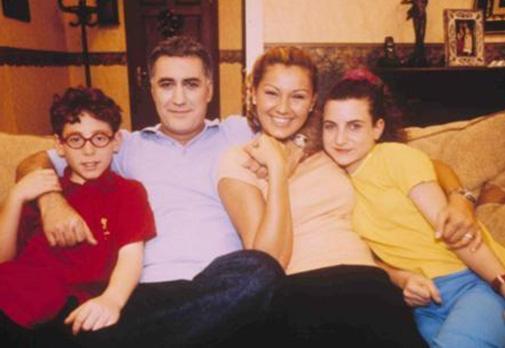 1990 doğumlu Kızılay, Çocuklar Duymasın dizisi ilk yayınlanmaya başladığında Emre ya da Havuç lakabıyla kamera karşısına geçti.
