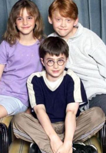 Televizyon dizisi değil belki ama Harry Potter serisinin yıldızları da tüm dünyanın gözü önünde çocukluktan yetişkinliğe geçti.