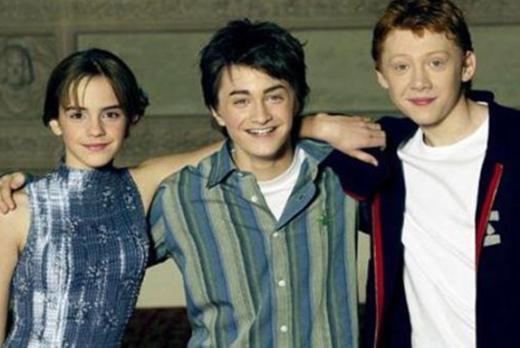 """1989 doğumlu Daniel Radcliffe serinin ilk filmi olan """"Harry Potter - Felsefe Taşı""""nda henüz 13 yaşındaydı. Bugünse 23 yaşında bir genç."""