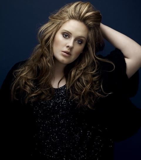 """Adele birkaç gün önce twitter hesabında, """"Paparazzilerden nefret ediyorum"""" diye yazmıştı."""