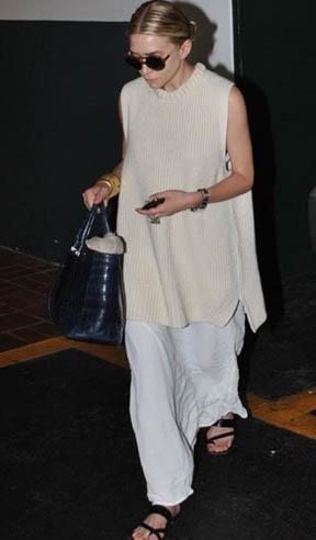 Ashley Olsen bu bol giysiler içinde bedenini saklıyor.