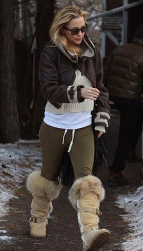 Kate Hudson da günlük hayatında dikkat çekmeyen elbiseler giyiyor.
