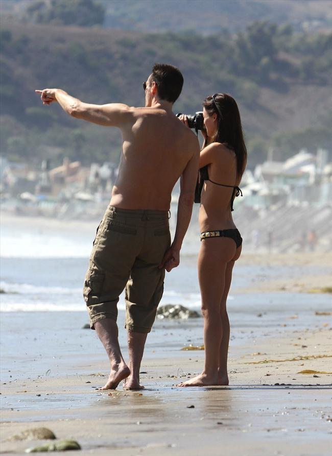 Jim Carrey genç sevgilisiyle tatilde - 14