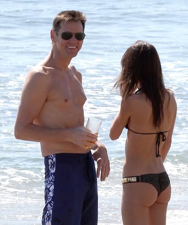 Jim Carrey genç sevgilisiyle tatilde - 15