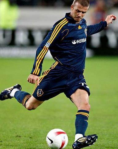 Futbol sahalarının yıldızı David Beckham da kendisine gelir sağlayan bacaklarını sigortalattı.