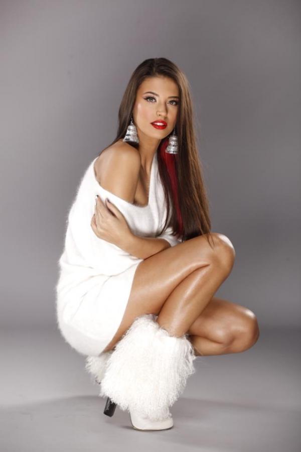 İki yıl önce Galatasaray Hamamı'nın tanıtım filminde oynayan ve bu yıl ülkesinin en seksi kadını seçilen şarkıcı ve aktris Antonia Iacobescu, Mormon inanışını benimsediğini söyledi.
