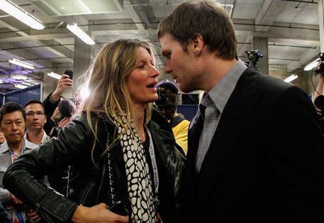 Uzun süre aktör Leonardo DiCaprio ile birlikte olan manken Brady ile 2009 yılında dünyaevine girdi.