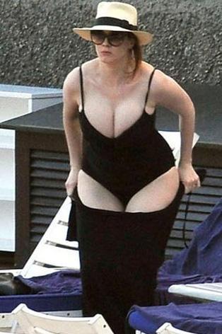 40 beden elbise giyen Hendricks, geçen yıl İtalya'da tatil yaparken görüntülenmiş ve kilolu olduğu için eleştirilmişti.