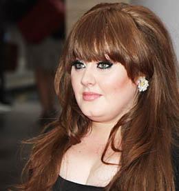 OYUNCU OLSAYDIM KİLO VERİRDİM AMA ŞİMDİ GEREK YOK Genç yaşına rağmen kariyerinde hızlı bir yükseliş grafiği çizen Grammy ödülül Adele de bazen kiloları yüzünden eleştiri konusu oluyor.