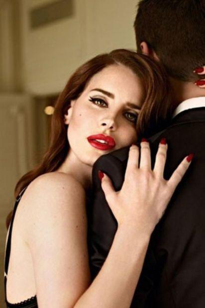 """""""Alkol, ilk aşkımdı. Karanlık bir yanım var ve daima o kazanıyor."""""""