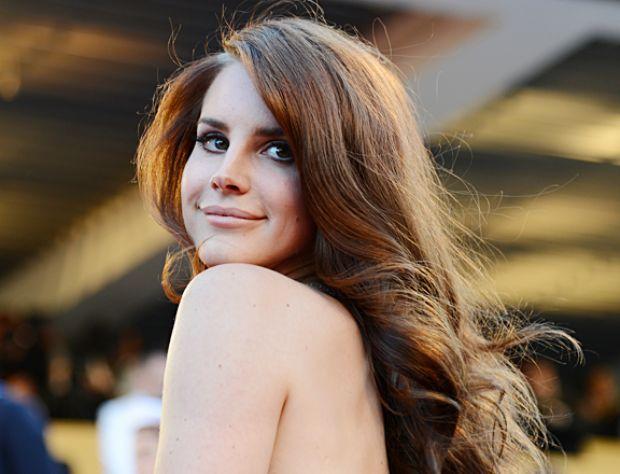 Lana Del Rey'den yılın pozları - 16