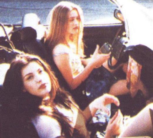 Yıllar önce çekilen bir klipteki bu iki güzel kızı tanıdınız mı..