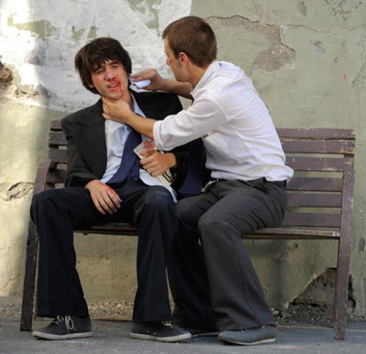 Deneyimli aktör ve yönetmen Macit Koper'in oğlu Gün Koper bunlardan biri. Dizide en az onun kadar dikkat çeken bir başka genç oyuncu da Yağızcan Konyalı.