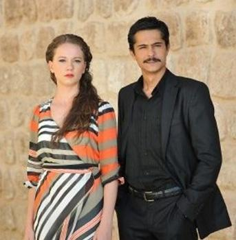 İki Aile dizisinde oynayan Çeşmioğlu daha sonra Firar dizisinde başrol üstlendi. Ancak bu dizinin ekran ömrü uzun olmadı.