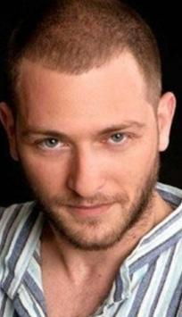 Alican Yücesoy Şubat dizisiyle ekranın yeni sezondaki en çok konuşulan oyuncularından biri oldu.