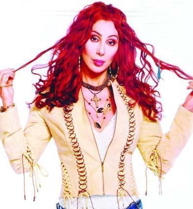 CHER'İN TUHAF HASTALIĞI Sürekli genç kalmak, yıllara direnmek için defalarca bıçak altına yatan Cher'in az rastlanan bir hastalığı var.