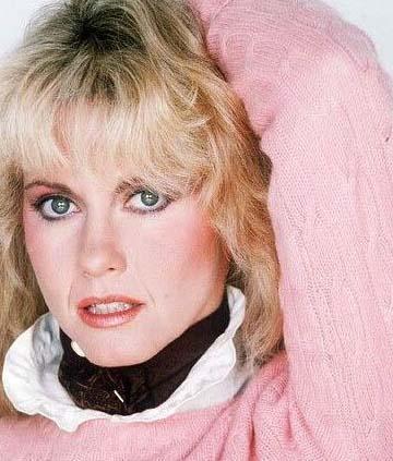 TAM TURNEYE ÇIKACAKTI KİSinema tarihine geçen Grease filminin yıldızı Olivia Newton John, 1992'de tam da yeni albümünün tanıtımı için turneye hazırlandığı sırada kanser olduğunu öğrenmiş.