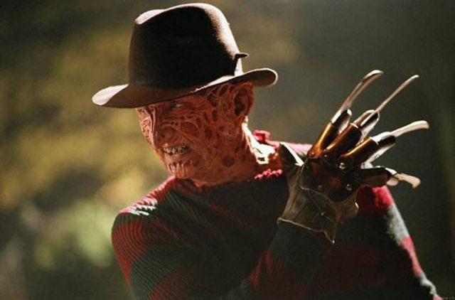 Sinemada maskelerinin ve kostümlerinin altında gördüğümüz aktörlerin gerçek yüzleri ve filmlerdeki karakterleri.