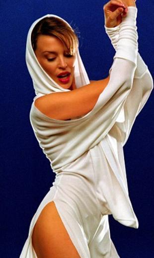 Video kliplerinde ve sahne şovlarında da cüretkar davranan Minogue'un bir başka hayranı da onu biraz olsun çekici bulmadığı yorumunu yaptı.