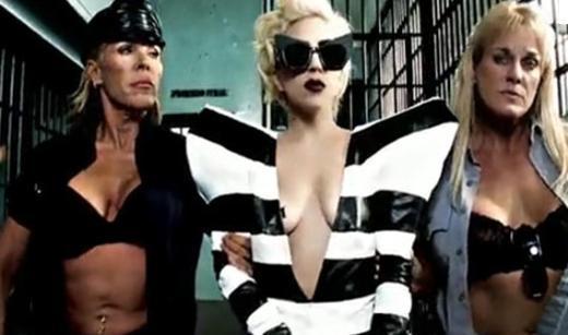 Hayatının her anını gösteri dünyasının kurallarına göre yaşıyor Lady Gaga.
