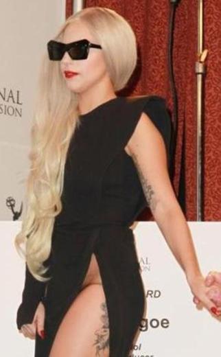 Lady Gaga, özellikle de tutucu ülkelerin otoriteleri tarafından hiç sevilmiyor.