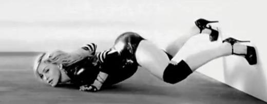 Madonna her ne kadar gençliğinden beri 'aykırı' davranan biri olsa da bu davranışları herkesi memnun etmedi, hatta kızdırdı.