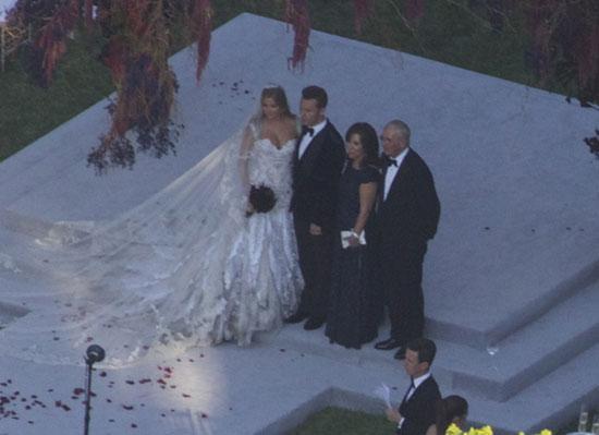 İnternetteki magazin sitelerinde yer alan haberlere göre düğün için  tam 3 Milyon Sterlin harcadı.