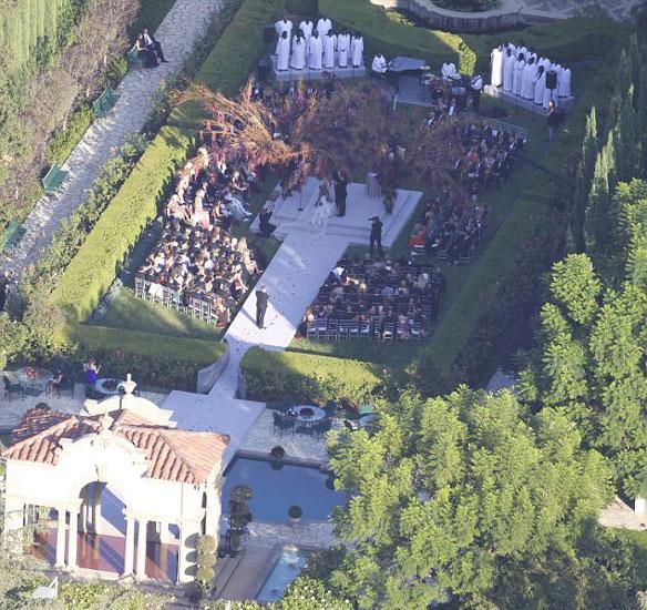 Düğünde ünlü şarkıcı Katy Perry sahne aldı.