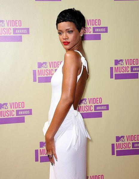 Rihanna, 53 milyon dolar